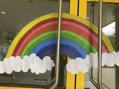 Foto zur Meldung: Regenbogenaktion