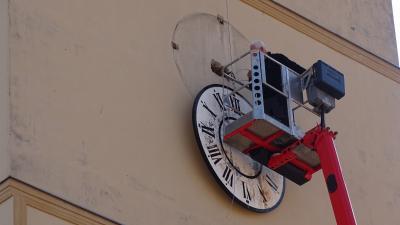 Foto zur Meldung: Reparatur unserer Kirchturmuhr beginnt ...