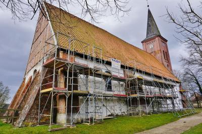 Foto zur Meldung: Hilfe für 900 Jahre alte Mauern: Sanierung der Vicelin-Kirche St. Jakobi zu Bornhöved