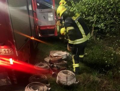 Foto zur Meldung: Zum Aufräumen nach Henstedt-Ulzburg: Feuerwehr rückte zum Moorbrand aus