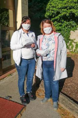 Vorschaubild zur Meldung: Mutter spendet der Albert-Schule Schutzmasken