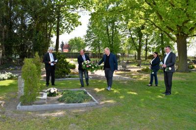 Die Gedenkveranstaltung fand im kleinen Rahmen auf dem Ribbecker Friedhof statt.