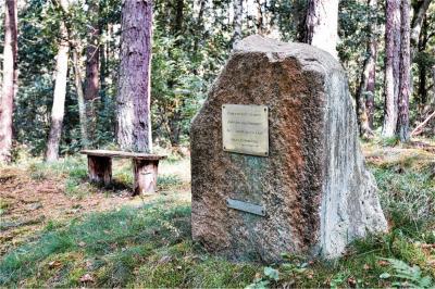 Foto zur Meldung: Groß Laasch - Anna-Stein erinnert an Mordopfer