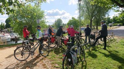 Begrüßung der Radwanderer durch Tourenleiter Bernd Bernhard
