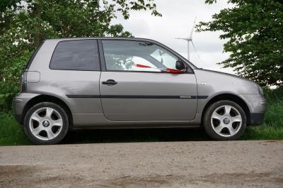Foto zur Meldung: Kleiner Wagen wäre zu groß für den Dorfputz – Abgestellt in der Feldmark