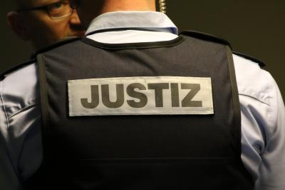 Ein Tatverdächtiger konnte nach einem sexuellem Übergriff auf einen Jungen in Hartheim am Rhein schnell festgenommen werden  (Symbolfoto) - Foto: johapress