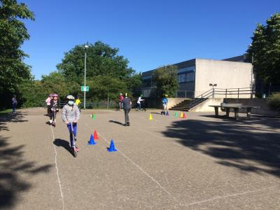 Foto zur Meldung: Improvisierter Verkehrsübungsplatz auf dem Schulhof