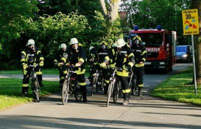 Foto zur Meldung: Sportliche Feuerwehr: Training unter Atemschutz im Fahrradsattel