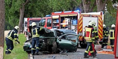 Foto zur Meldung: Zwei Einsätze gleich nacheinander: Waldbrand und schwerer Autounfall zwischen Kyritz und Lellichow