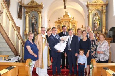 Vorschaubild zur Meldung: Tobias Valentin Eckl empfing das Hl. Sakrament der Taufe