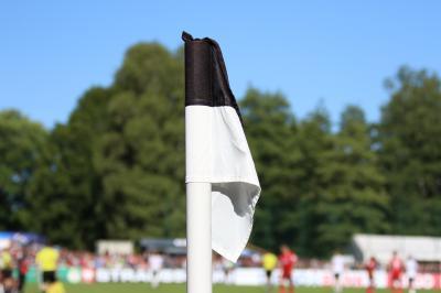Schlapp hängt die Eckfahne im Stadion Friedengrund - auch den Fußball-Oberligisten FC 08 Villingen hat nun die Corona-Pandemie erreicht - Foto: Joachim Hahne / johapress