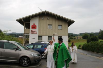 Vorschaubild zur Meldung: Fahrzeugsegnung in der Pfarreiengemeinschaft Moosbach, Prackenbach mit Krailing