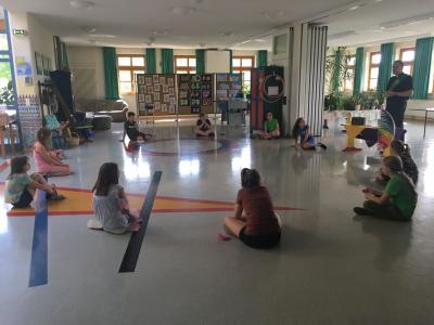 Foto zur Meldung: Verabschiedung der Viertklässler an der Grundschule Prackenbach