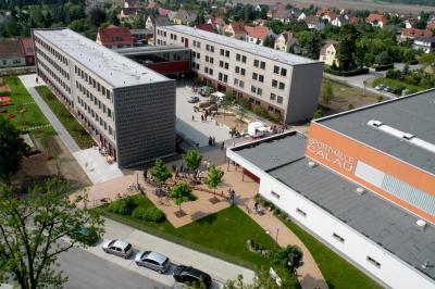 Blick auf das Robert-Schlesier-Haus der Grund- und Oberschule Calau. Hier startet in einer Woche das neue Schuljahr. Foto: Stadt Calau / Archiv