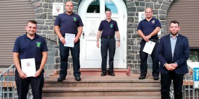 Vorschaubild zur Meldung: Beförderungen und Anerkennungsprämie für drei Einsatzkräfte