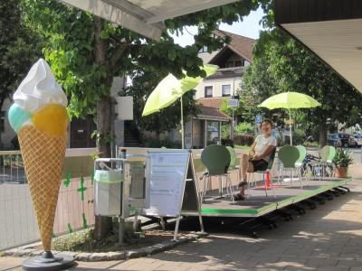 Pop-Up-Straßencafé in Bad Boll