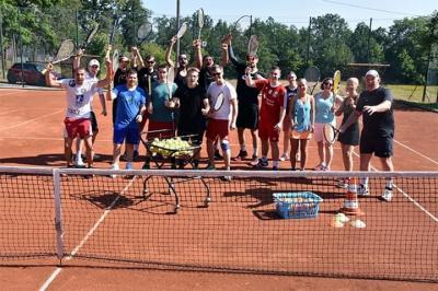 Vorschaubild zur Meldung: Training mal anders – Plauener Handballer zu Gast beim Tennisclub Plauen