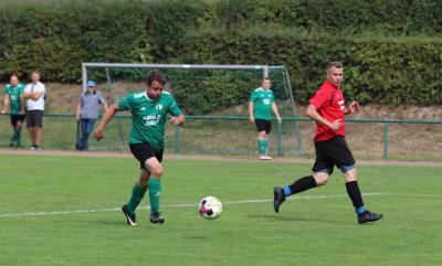 Gegen Anklam zeigte die Demminer Ü 35 Mannschaft ( grün ) im Pokalhalbfinale eine starke kämpferische Leistung