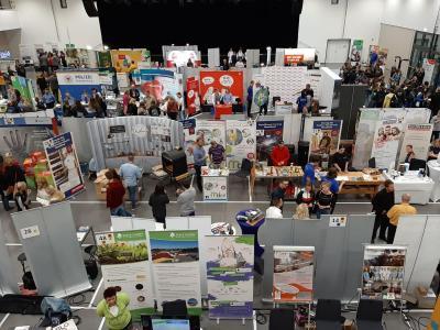 2019 nutzen über 1000 Schülerinnen und Schüler die Chance und informierten sich über die Angebote der über 80 Aussteller auf der Praktikumsmesse in der Falkenseer Stadthalle.