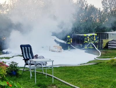 Foto zur Meldung: Trotz Schaum von Party keine Rede: Einsatz der Feuerwehr auf dem Campingplatz am Stocksee