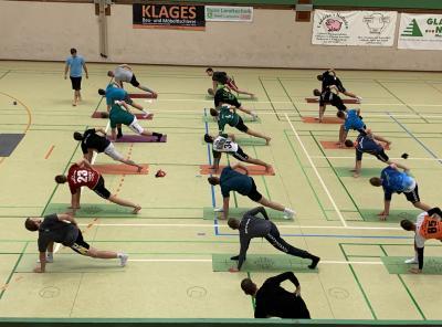 Vorschaubild zur Meldung: Yoga-Einheit bei der 1. Herren