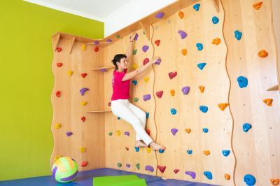 Vorschaubild zur Meldung: Kletterwand für therapeutisches Klettern