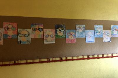 Foto zur Meldung: Klasse 2a: Der Blick durch die Brille