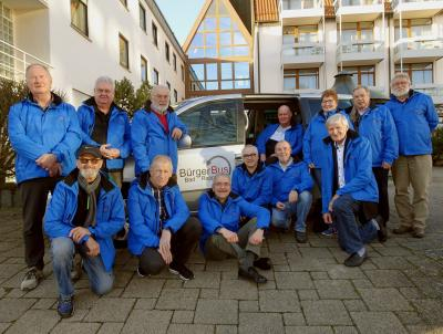 Bürgerbusfahrer und Vereinsvorstand bei letzten Treffen Anfang 2020 vor dem Corona-Lock-Down