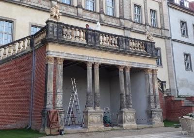 Die beiden Terracotta-Figuren stehen nun endlich wieder am historischen Standort. Foto: Ulrich Jarke