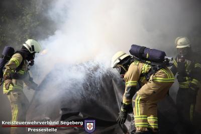 Foto zur Meldung: Diese Decke löscht E-Autobrände – jetzt auch bei der Feuerwehr Schmalensee