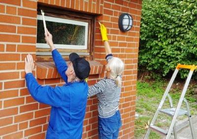 Foto zur Meldung: Gestrichen und geschraubt – SV Schmalensee unternahm Instandhaltungsarbeiten