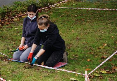 Foto zur Meldung: Auch Bornhöved soll blühen – alle Vereine und Schmalensees Konfis halfen mit
