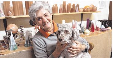 Einer der Lieblingsplätze von Lagotto-Romagnolo-Hündin Eni ist bei Christine Gabler.