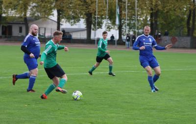 Gegen Tutow strebt der Demminer SV 91 ( grüne Trikots ) den dritten Heimsieg der laufenden Saison an