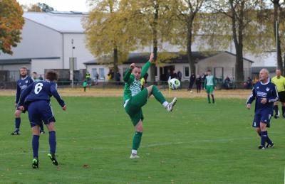 Mit drei Treffern zeichnete sich Luca Behrendt ( grün-weiss ) im Spiel gegen Tutow aus