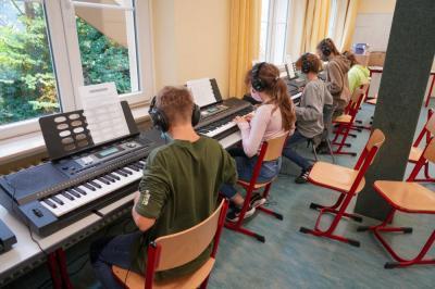 Vorschaubild zur Meldung: Neue Keyboards an der Gesamtschule Much