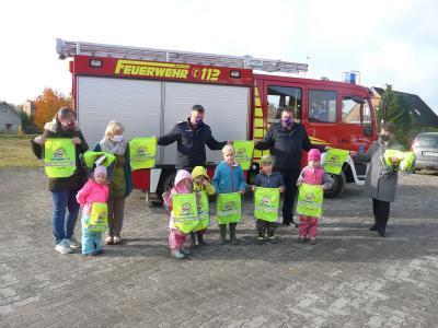 Foto zur Meldung: Tolle Aktion: Feuerwehr-Turnbeutel für die Kindergärten in Bornhöved