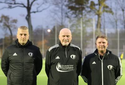 Mathias Schalk ( links ) Wolfhard Bücher ( Mitte ) und Rico Drews ( rechts ) trainieren die D-Jugend Mannschaften des Demminer SV 91
