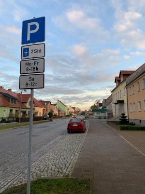 Vorschaubild zur Meldung: Ernst-Thälmann-Straße in Brück: maximal zwei Stunden parken während der Geschäftszeiten