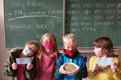 Klasse 2AA: Wie viele Erbsen sind in einer 500g Packung?