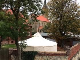 Zeltkuppel als Alternative zum Kirchensch
