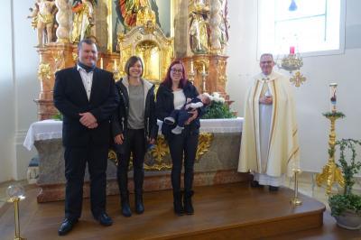 Foto zur Meldung: Sebastian Vogl wurde am 22.11.2020 in St. Georg Prackenbach das Sakrament der Taufe gespendet