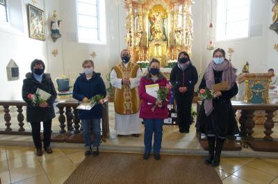 Foto zur Meldung: Christkönigssonntag 22. November 2020 mit Ministranten-Aufnahme, Mini-Verabschiedung und Ehrung der Chormitglieder