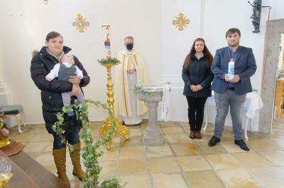 Foto zur Meldung: Dominik Högerl am 15.11.2020 in St. Georg Prackenbach getauft