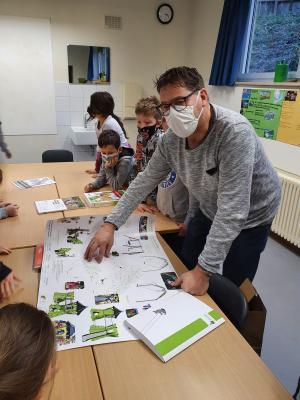Vorschaubild zur Meldung: Herr Bürgermeister Bruckmüller zu Besuch in der 4. Klasse