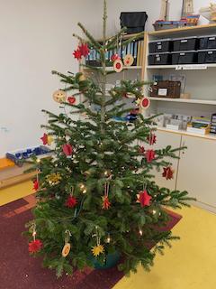 Weihnachtsbaum in Klasse 4