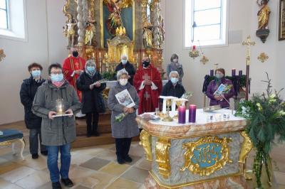 Foto zur Meldung: Feierlicher Gottesdienst anlässlich des 20-jährigen Bestehens des Seniorenkreises Prackenbach-Krailing am 04. Dezember 2020 in der Pfarrkirche St. Georg für die Verstorbenen Senioren