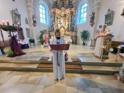 Foto zur Meldung: 3. Adventssonntag mit Besuch der Heiligen Luzia in der Pfarreiengemeinschaft Moosbach-Prackenbach am 13.12.2020 und am 12.12.2020 beim Vorabendgottesdienst in Krailing.