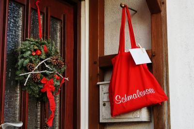 Foto zur Meldung: Die Geschichte vom roten Einkaufsbeutel oder: Als in Schmalensee die Seniorenweihnachtsfeier ausfallen musste