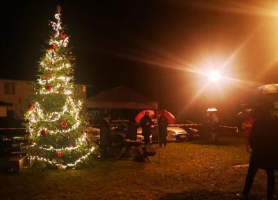 Foto zur Meldung: Hungrig auf Weihnachten: 50 Besucher genossen die Heiligabend-Andacht im Regen